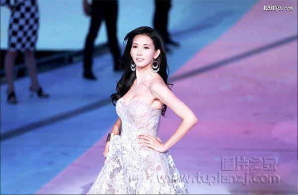 林志玲参加真人秀女神的新衣着透视装走秀